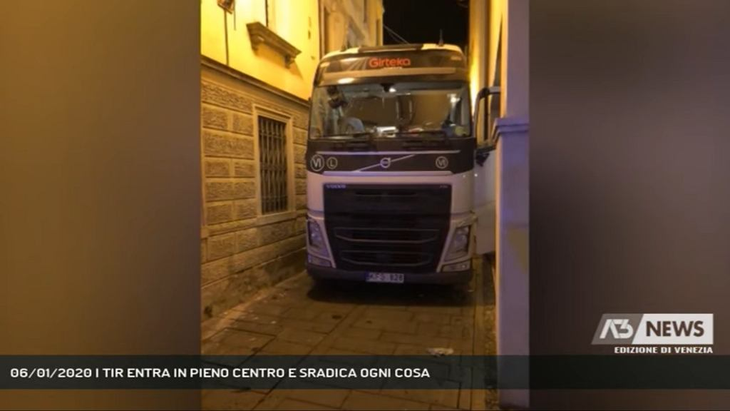 45-letni kierowca tira zniszczył centrum włoskiego miasteczka.