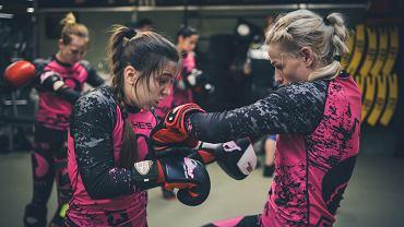 W dniach 20-26 lutego zawodniczki Ladies Fight Night, pierwszej i jedynej w Europie żeńskiej organizacji sportów walki, wzięły udział w obozie sparingowym w Amsterdamie. Zobaczcie jak Hanna Gujwan, Sylwia Juśkiewicz, Patrycja Krawczyk, Monika Bohn, Judyta Rymarzak, Małgorzata Dymus, Katrzyna Biegajło i Katarzyna Lubońska radziły sobie na treningach w legendarnym klubie holenderskiej szkoły kickboksingu Mike's Gym.