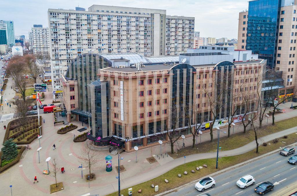 Biurowiec Atrium International u zbiegu Grzybowskiej i al. Jana Pawła II może zostać zburzony i zastąpiony 135-metrowym wieżowcem