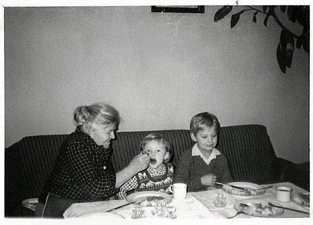 Babcia Gienia z Małgosią i Marcinem