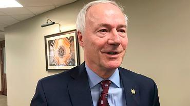 Gubernator Arkansas Asa Hutchinson