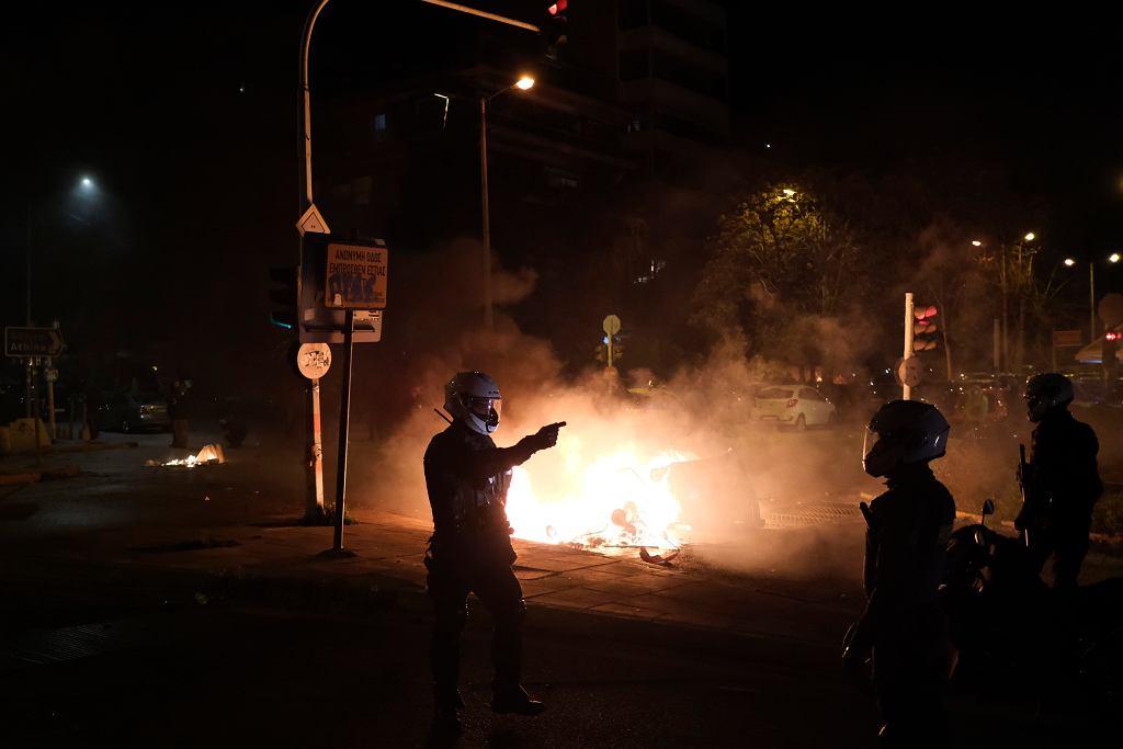Grecja. Protesty przeciwko brutalności policji. Funkcjonariusze ranni