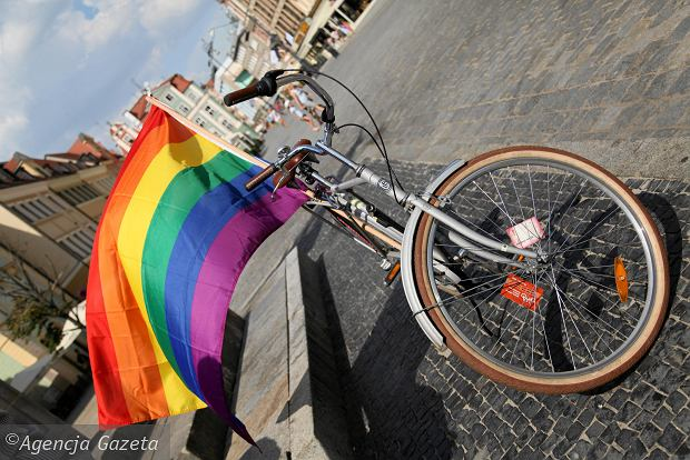"""""""S"""" protestuje przeciwko """"promocji LGBT"""" w Volvo, bo to """"narusza wartości i tradycję"""""""