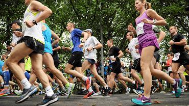 Uczestnicy ubiegłorocznego Półmaratonu Gryfa