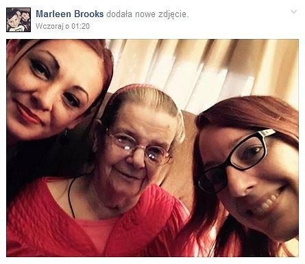 Dzięki szczeremu liścikowi samotna dotąd Wanda zaprzyjaźniła się ze swoją młodszą sąsiadką Marleen (pierwsza z lewej)