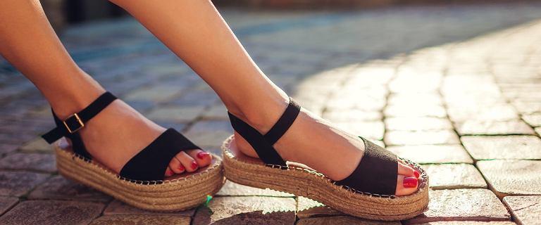 Buty polskiej marki Lasocki na lato. Wygodne klapki, espadryle i sandały