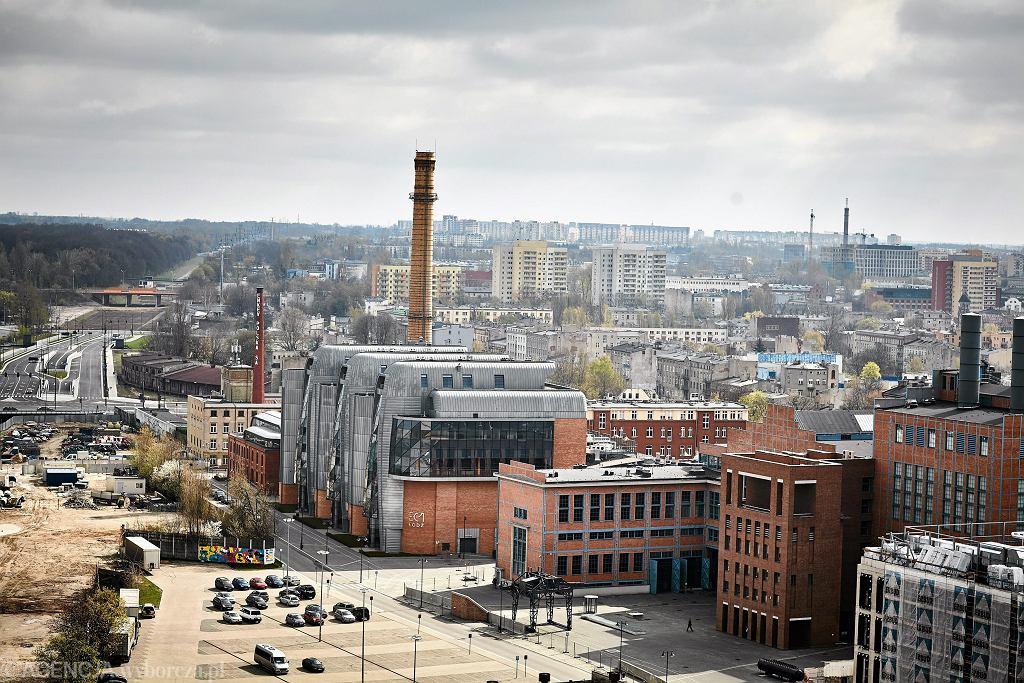Panorama na Nowe Centrum Łodzi. Widok na Dworzec Łódź Fabryczna oraz biurowiec Skanska i EC1, kwiecień 2017