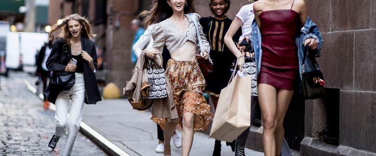 Buty sportowe na lato - zobacz, jak stworzyć modną stylizację na słoneczne dni!