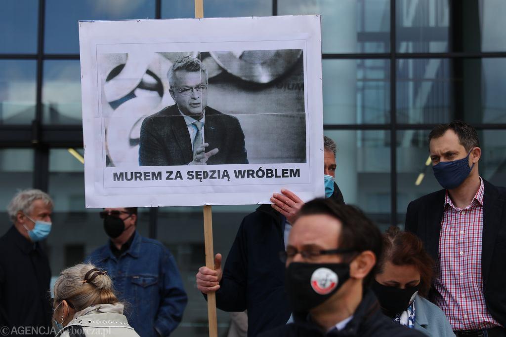 Manifestacja 'Murem za sędzią Wróblem' w Krakowie