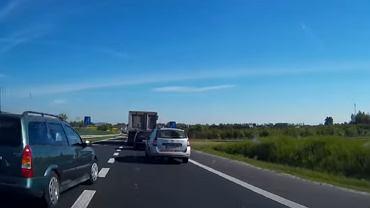 Kierowca opla wszczął awanturę na środku drogi