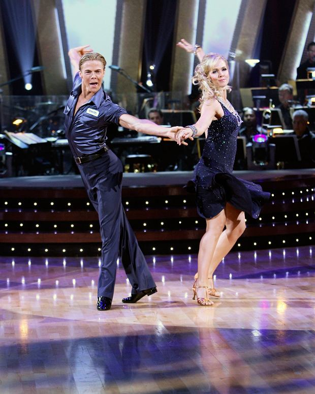 DANCING WITH THE STARS, dancers partners Derek Hough, Jennie Garth, (Season 5, aired Sept. 24, 2007), 2005-. photo: Carol Kaelson /