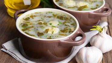Zupa szczawiowa z ziemniakami i jajkiem to dla wielu przyjemne wspomnienie dzieciństwa.