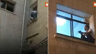 Mężczyzna obserwujący swoją matkę przez okno szpitala