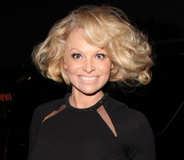 95234, NEW YORK, NEW YORK - Thursday April 25, 2013. Pamela Anderson seen arriving at Mr Chow in New York City. Photograph: ? Josephine Santos, PacificCoastNews.com **FEE MUST BE AGREED PRIOR TO USAGE** **E-TABLET/IPAD & MOBILE PHONE APP PUBLISHING REQUIRES ADDITIONAL FEES** LOS ANGELES OFFICE: +1 310 822 0419 LONDON OFFICE: +44 20 8090 4079