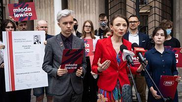 Działacze Lewicy pokazali 'świadectwo' ministra Czarnka