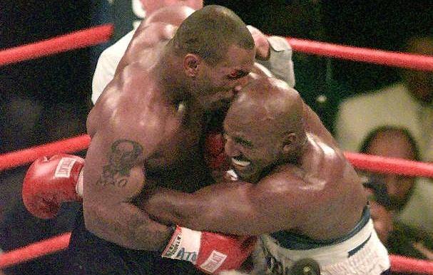 Mike Tyson odgryza ucho Evandera Holyfielda