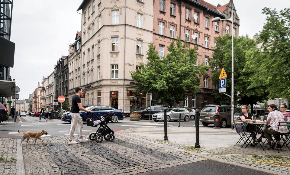 Ulica Jagiellońska w Katowicach to przykład dobrej śródmiejskiej ulicy, która jest wygodna dla wszystkich