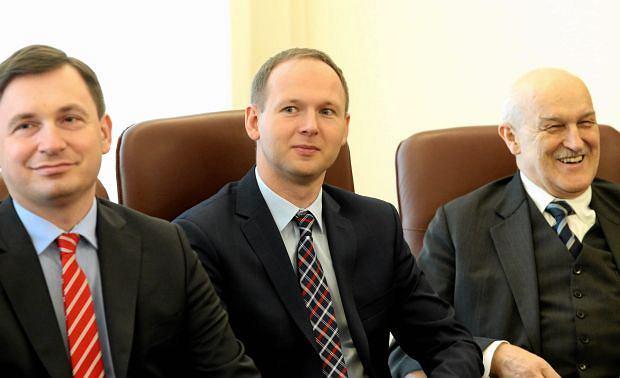 Marek Chrzanowski (w środku) podczas pierwszego posiedzenie Rady Polityki Pieniężnej. Kwiecień 2016 roku
