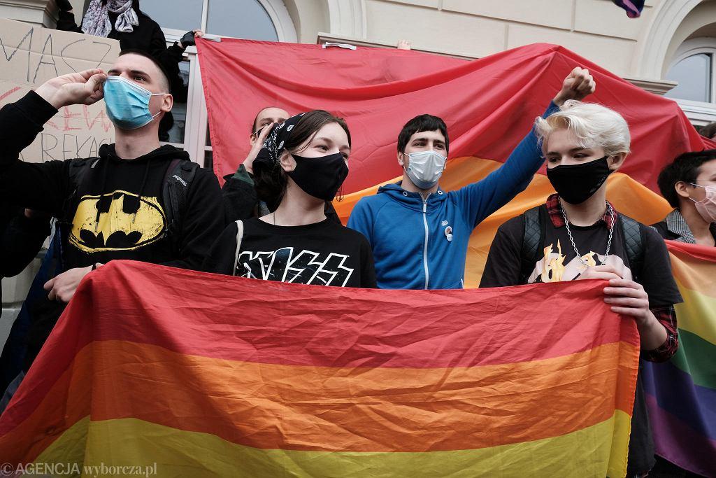 Protest studentów UW przeciwko obecności prezydenta Andrzeja Dudy na inauguracji roku akademickiego