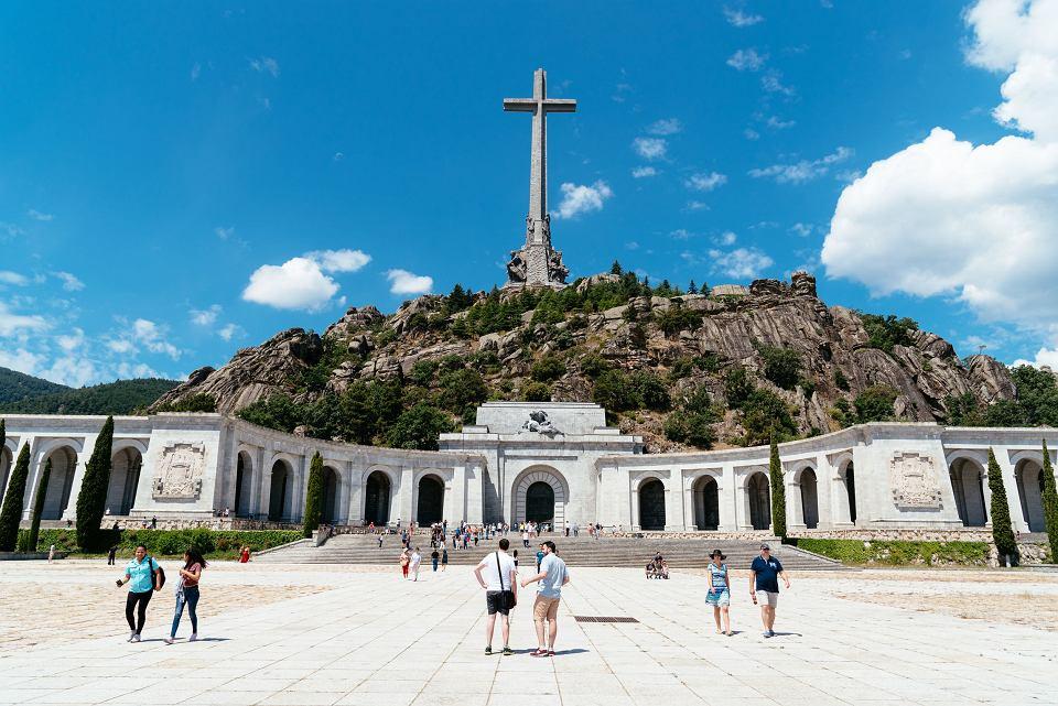 Mauzoleum w Dolinie Poległych w górach Guadarrama, w którym pochowano gen. Franco oraz 34 tysiące ofiar wojny domowej, którą wywołał.