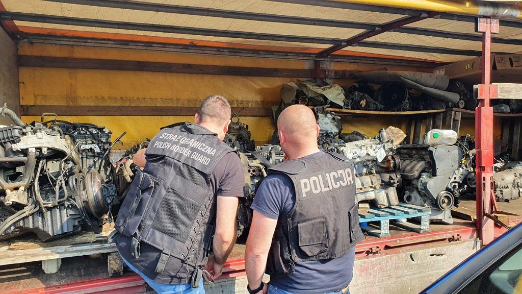 Policja odkryła dziuplę złodziei. Przypadkiem. Szukała zaginionego mercedesa