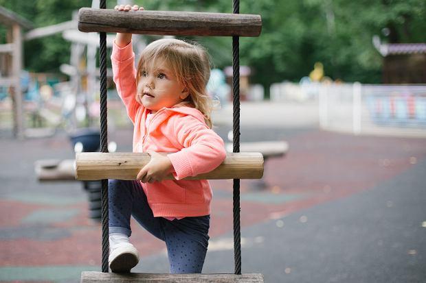 Rozwój fizyczny dziecka: charakterystyka etapów rozwoju