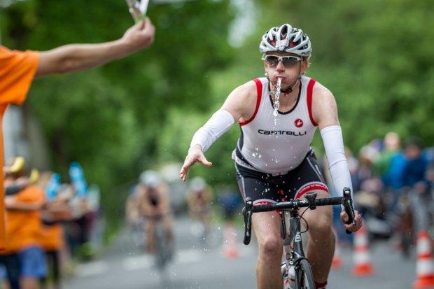 Zmagania zawodników etapu rowerowego