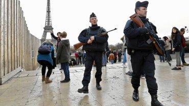 Zamach w Paryżu. Czy służby specjalne dostaną większe uprawnienia?