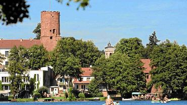 Na pojezierzu Lubuskim warto odwiedzić Łagów. Na zdjęciu widok na zamek joannitów.