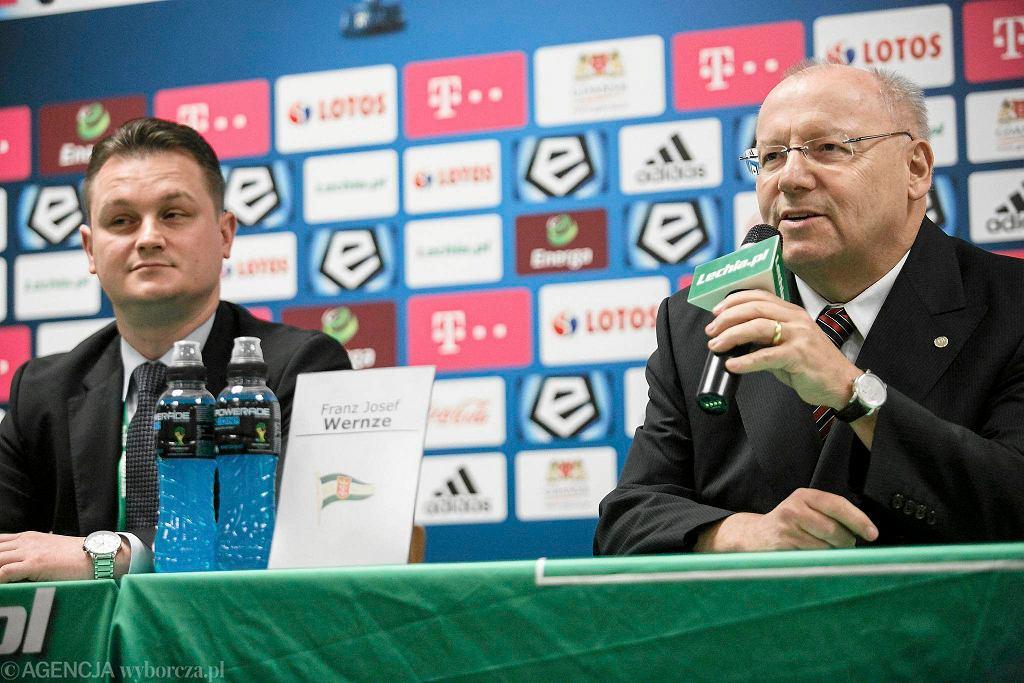Franz Josef Wernze(z prawej) i prezes Lechii Bartosz Sarnowski