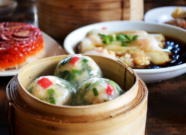 Będąc w Singapurze nie wypada wręcz nie spróbować narodowego przysmaku, czyli kraba w pikantnym sosie chilli (Chilli Crab).