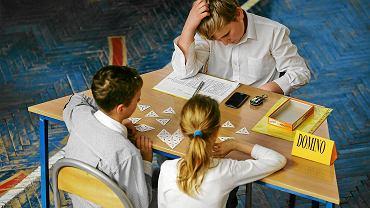 Uczniowie podczas konkursu Matematyczny Czar Par w Szkole Podstawowej nr 71 w Łodzi