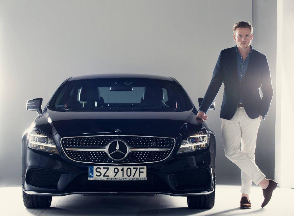 Szczepan Twardoch z Mercedesem