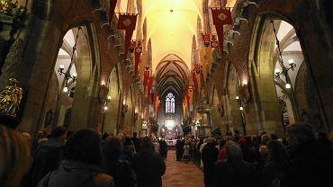 Koronawirus. Część wiernych jest zwolniona z obowiązku uczestnictwa we mszy świętej