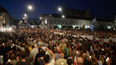 Protest na Krakowskim Przedmieściu