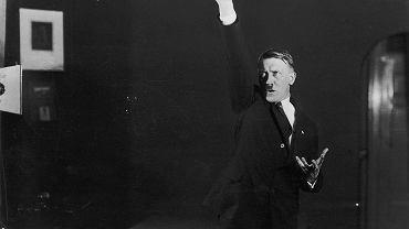 Monachium, jesień 1925 r., Hitler podczas ćwiczenia przemowy