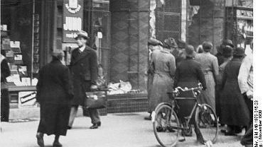 Zniszczony żydowski sklep w Magdeburgu w 1938 roku