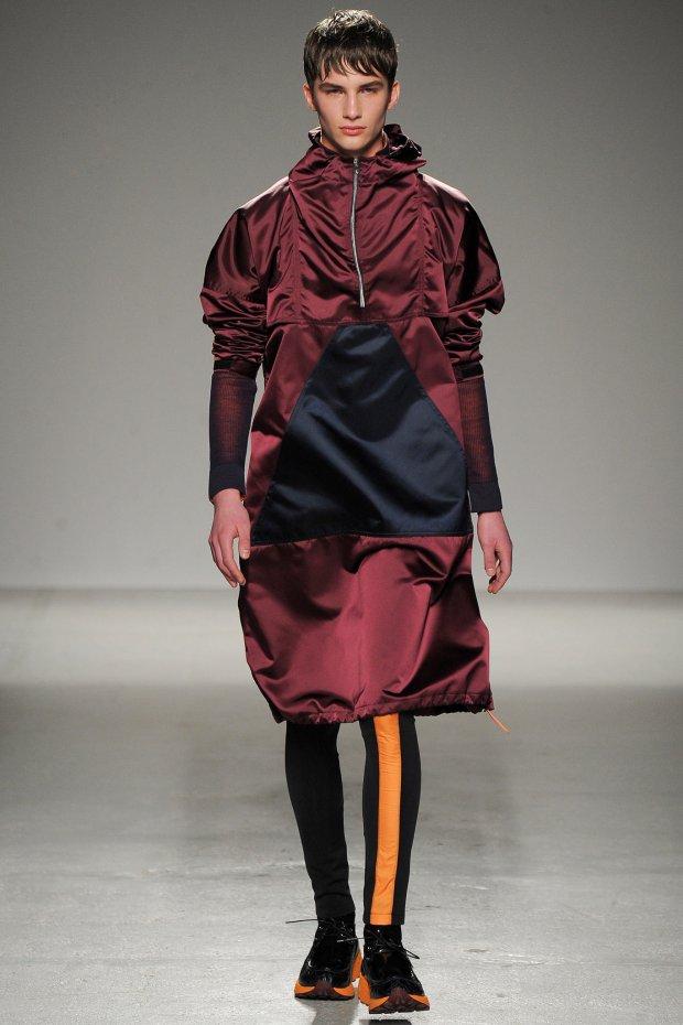 Jan Purski w pokazie Johna Galliano Menswear FW 2014-15 Paris Fashion Week 1
