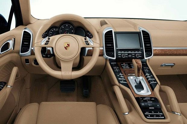 Porsche Cayenne - wnętrze (fot. Porsche)