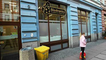Witryna Biedronki na deptaku Bogusława w Szczecinie