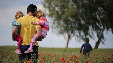 Wierszyki na Dzień Ojca. Gotowe życzenia na Dzień Taty, które spodobają się każdemu ojcu