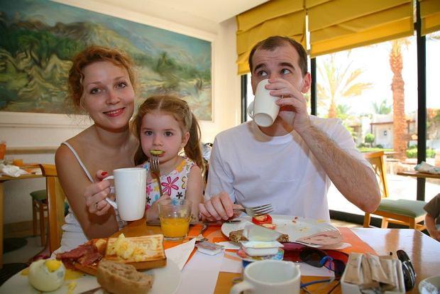 All inclusive to ulubiona forma wakacji wielu rodzin z dziećmi. Jeśli wolisz dużo zwiedzać lub próbować lokalnych specjałów, lepiej kup wakacje w ofercie HB / fot. Shutterstock