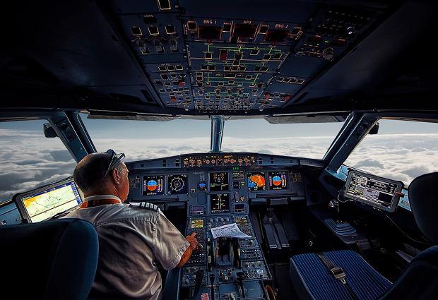 Pilot zasnął podczas lotu i ominął lotnisko. Śledczy ustalili, jak do tego doszło