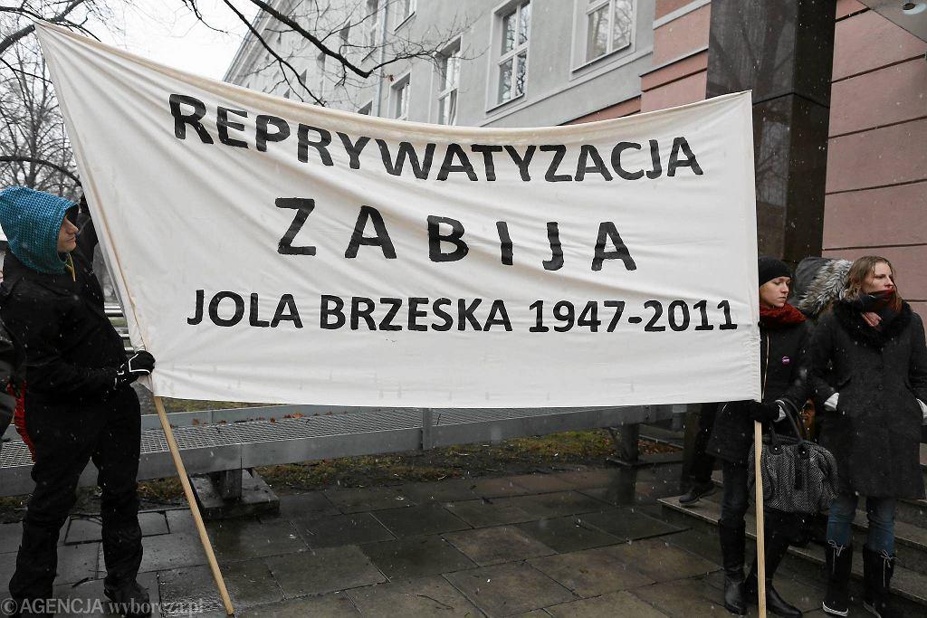Posłowie PiS chcą wznowienia śledztwa ws. zabójstwa Jolanty Brzeskiej. Na zdjęciu pikieta w rocznicę śmierci działaczki