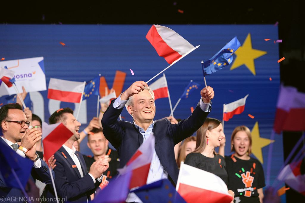 Wybory do Parlamentu Europejskiego w Warszawie. Robert Biedroń podczas wieczoru wyborczego partii Wiosna, 26.05.2019.