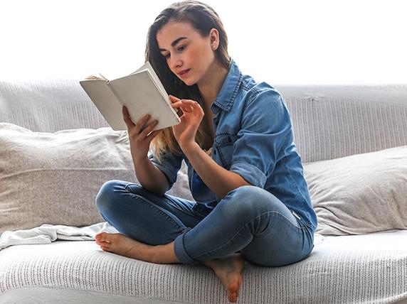 Czytać to znaczy czuć całym sobą świat. Fot. shutterstock