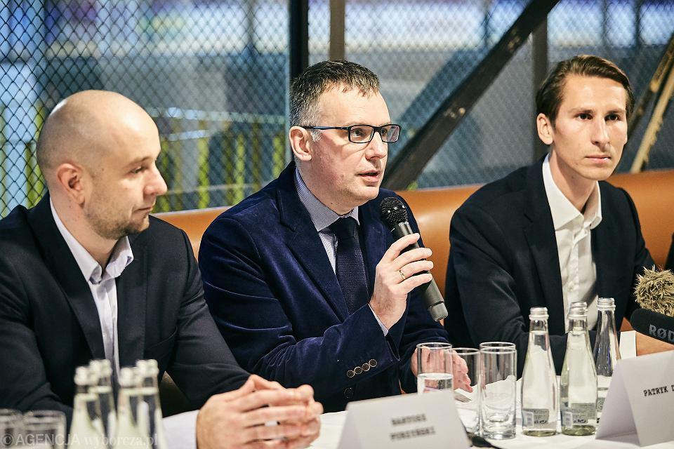 Patryk Demski (w środku) odwołany wiceprezes Grupy Lotos ds. inwestycji.