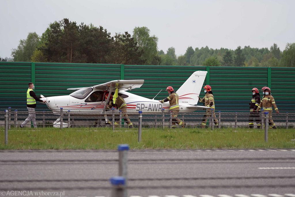 Częstochowa, 14 maja 2021 r. Na autostradzie A1 awaryjnie wylądowała awionetka