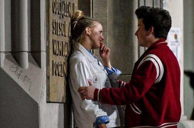 Jessica Mercedes została przyłapana przez paparazzi na romantycznych pocałunkach z tajemniczym mężczyzną. Udało nam się ustalić, kim jest. Okazuje się, że to znany muzyk - członek zespołu The Dumplings.
