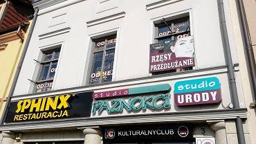 Teraz przed prezydentem Rybnika najtrudniejsza zmiana. Chodzi o reklamy w zabytkowym centrum Rybnika. Jak dziś wyglądają? To w dużej mierze samowola.
